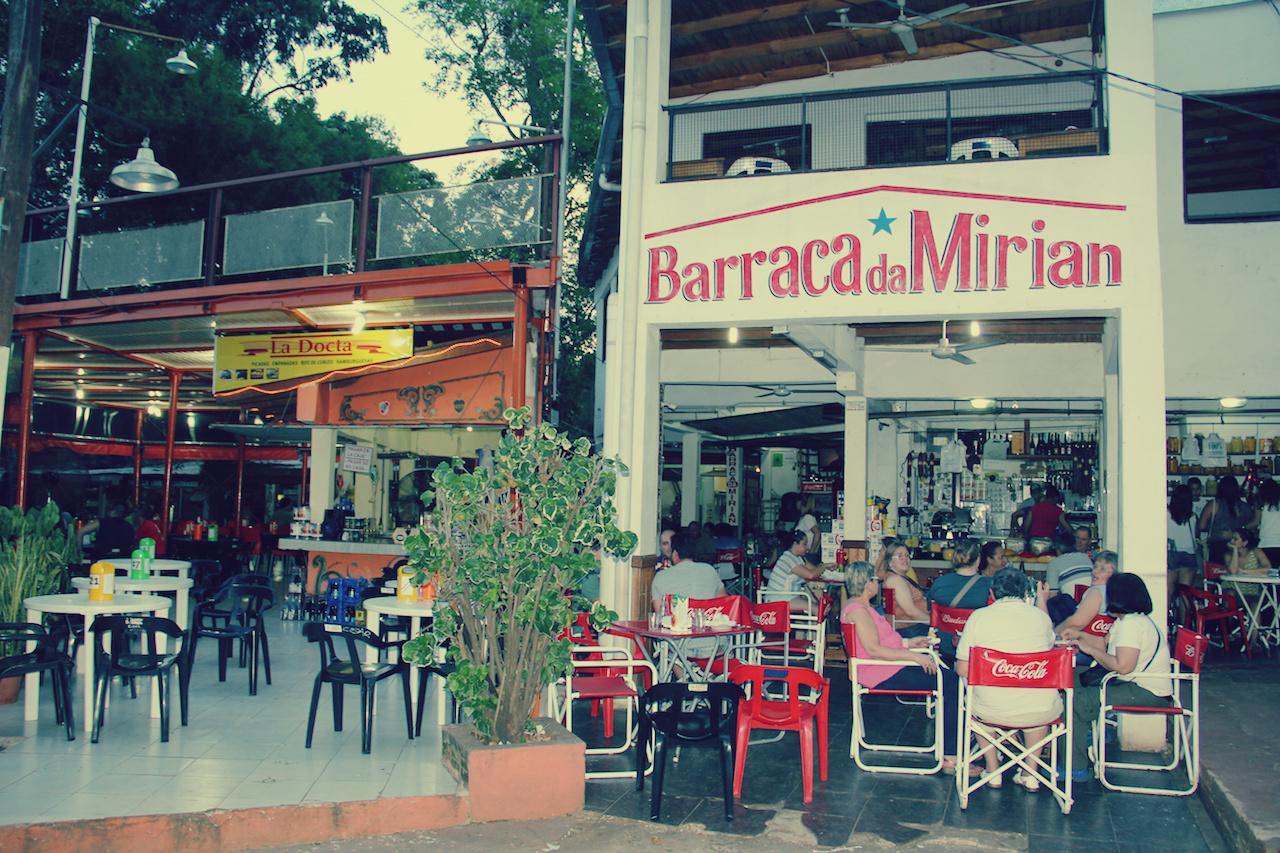 Depois das compras você poderá se deliciar nos vários barzinhos típicos da Argentina, o Bar da Mírian é o mais famoso