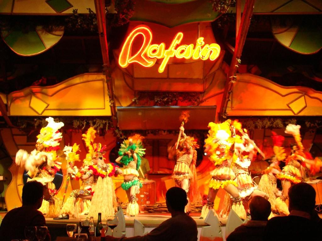 O melhor atrativo noturno para o turista que visita Foz do Iguaçu é com certeza a Churrascaria Rafain Show. Além de um churrasco maravilhoso, o turista tem a oportunidade de assistir um show único sobre a cultura da américa latina. IMPERDÍVEL!
