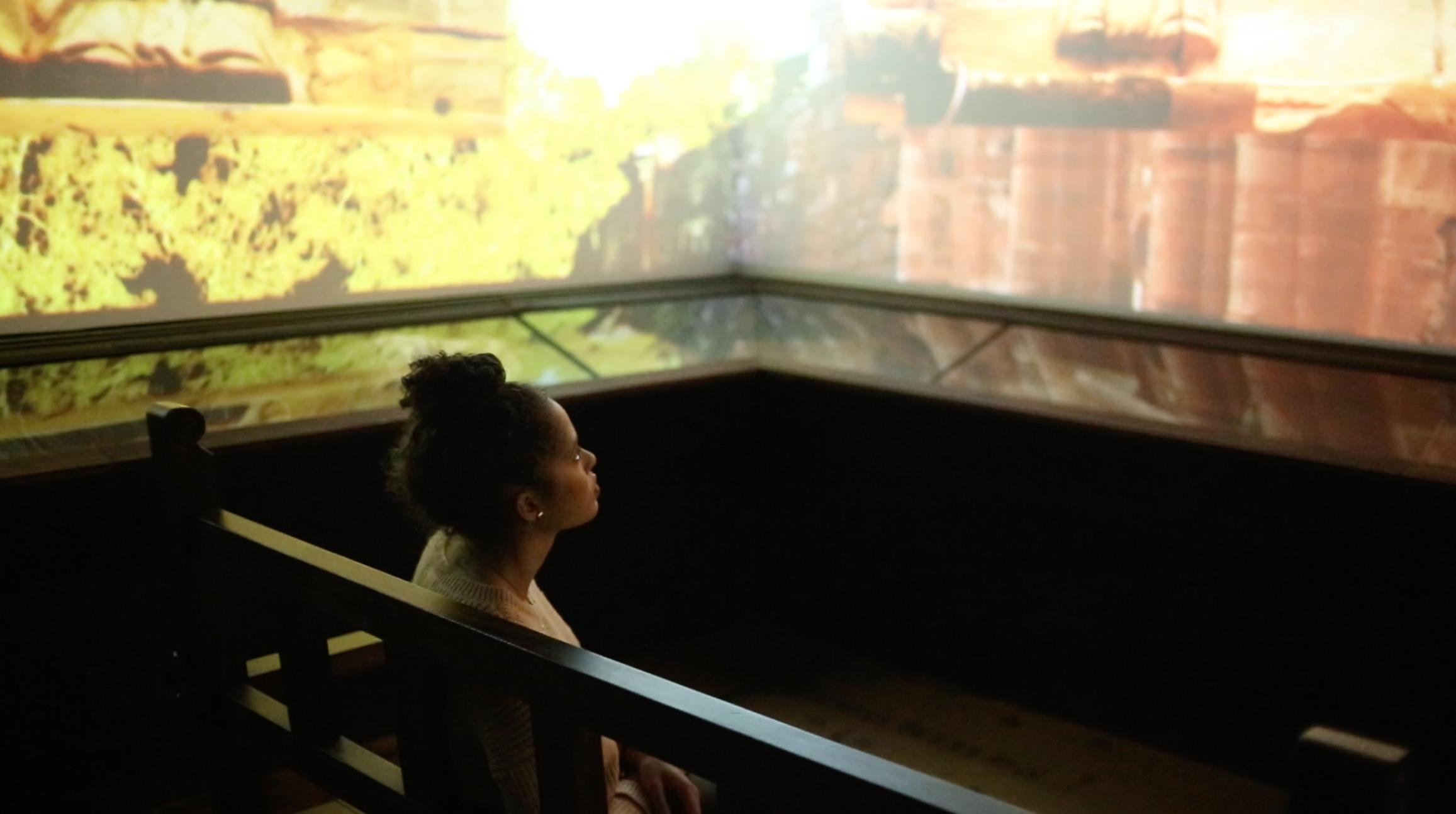 No final do passeio pelo criativo museu do Hotel Guamini Missiones, você será submerso em um cinema para aprender ainda mais sobre a cultura das Missões Jesuíticas