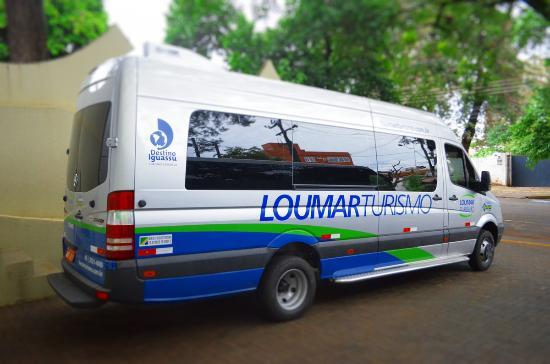 Os transportes para as Cataratas do Iguaçu são realizados em vans exclusivas da Loumar Turismo | Foto: TripAdvisor