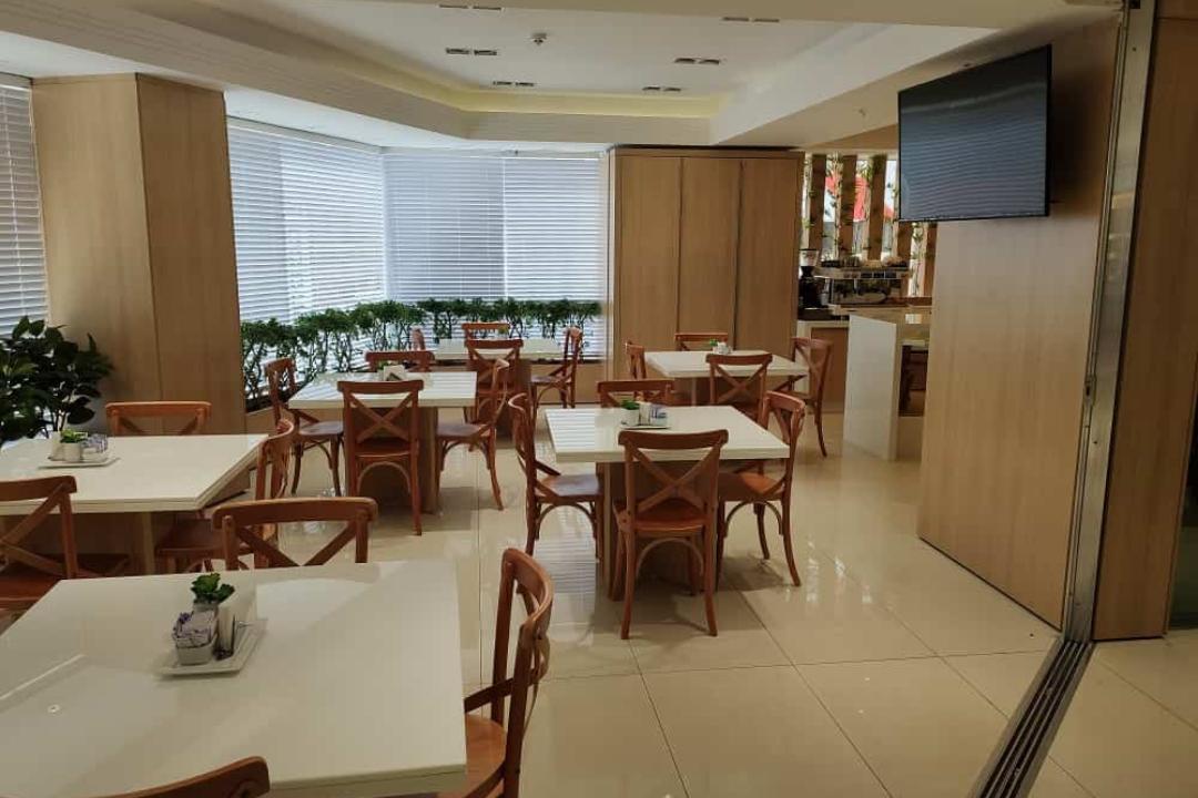 Café Du Centro, anexo à loja Shopping Centro Pioneer em Ciudad Del Este no Paraguai.