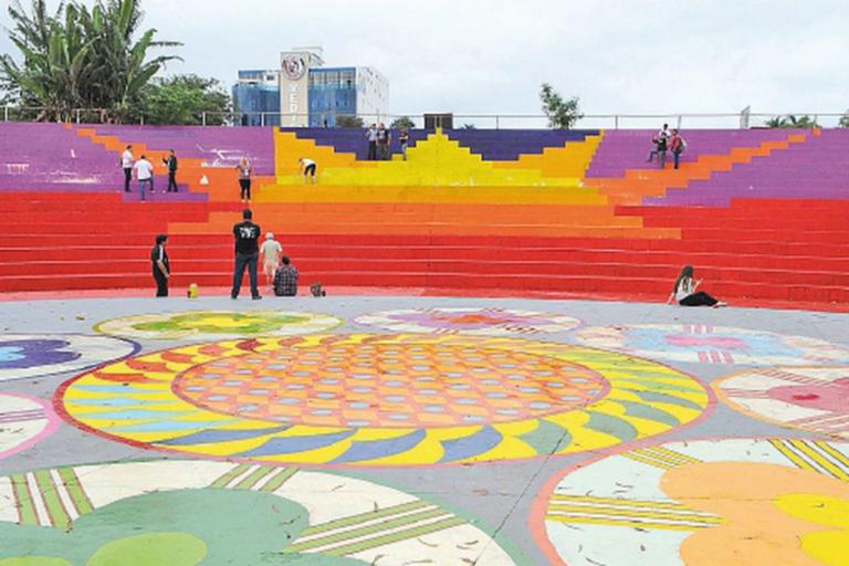 Praça Central Espaço do Lago de La República em Ciudad Del Este